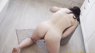 Sensual raven-haired XXX solo action