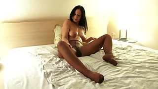 Solo XXX action in the bedroom with a MILF