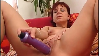 Kinky natural-tit mature solo action