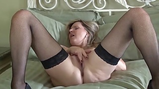 HD solo mature action with a gorgeous doll