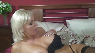 Sensual mature blonde opens her hungry crack