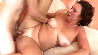 Sexy mature lady is enjoying oral sex so much